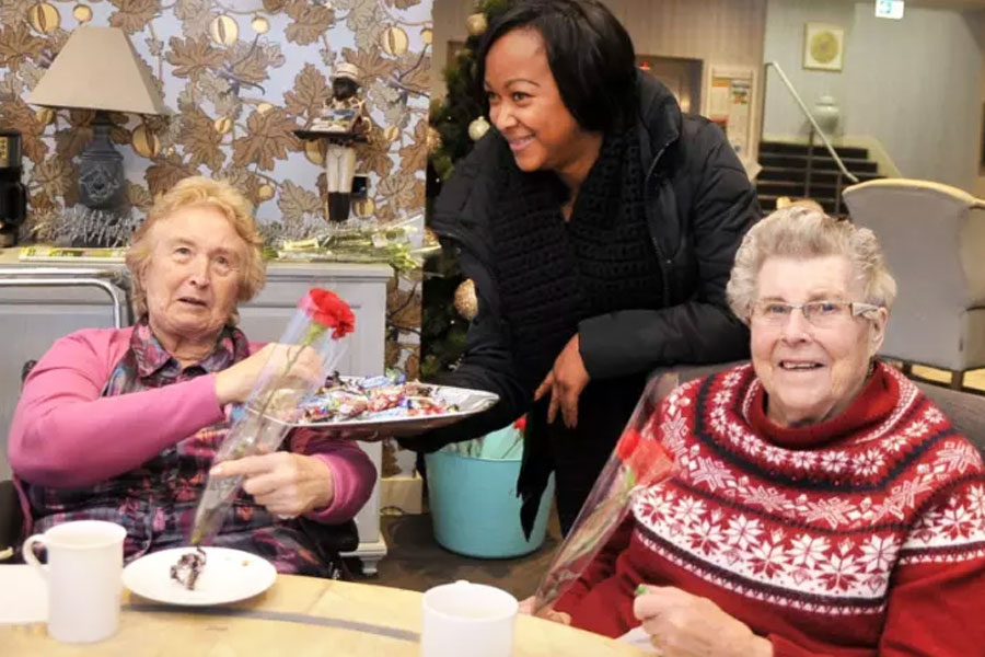 Leading Muslim group brings Yuletide gifts to residents of Finney House
