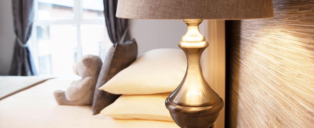 HH-Room-Bedroom-Lamp-Slider